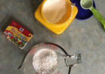 Cornstarch for toddler squishy bag