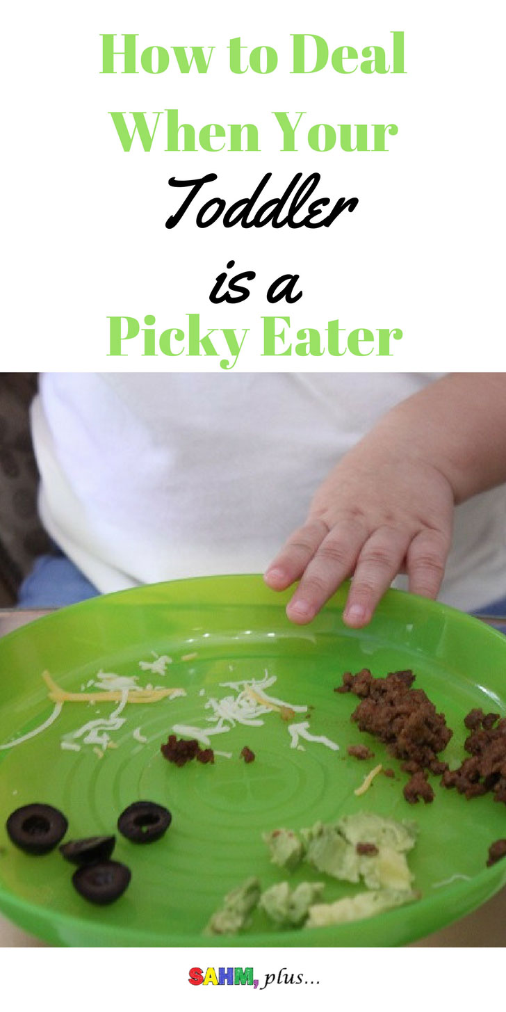 Help! My toddler is a picky eater! How to deal when your toddler becomes a fussy eater. #sponsored Go & Grow by Similac pouches | www.sahmplus.com